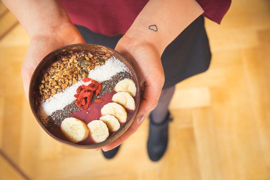 Een gezonde en kleurrijke acai bowl die je kan eten bij Gu-í Gent.