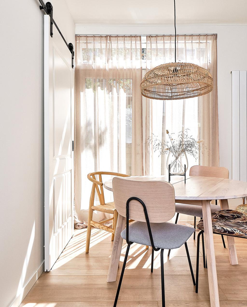 vtwonen special tiny houses | ronde tafel van hout