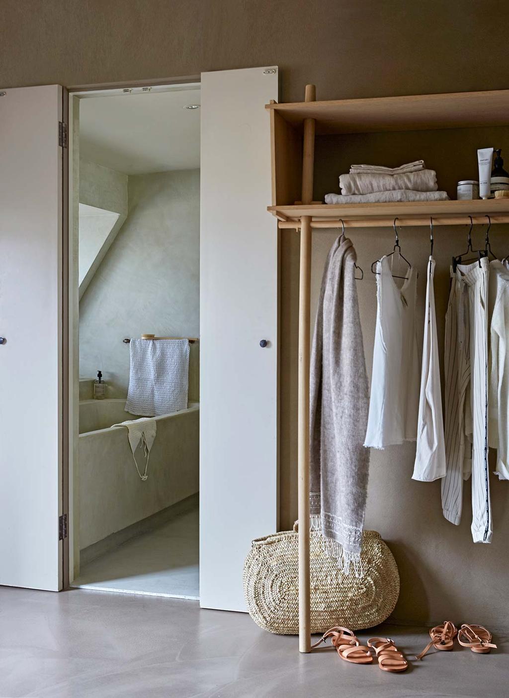 Basic wonen met een badkamer van beton ciré in hamam sfeer