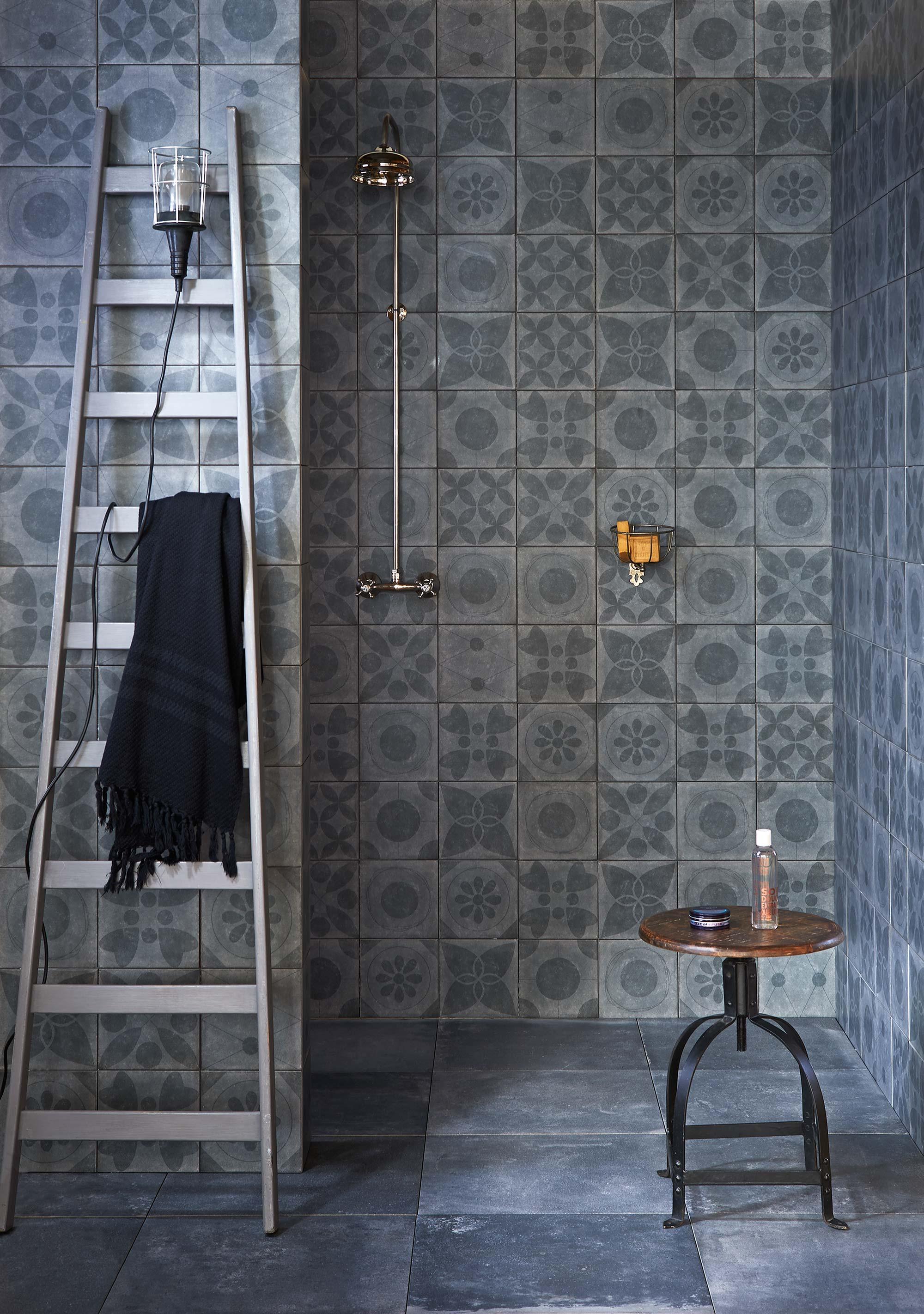 badkamer-dessintegels-ladder badkamer schoonmaken