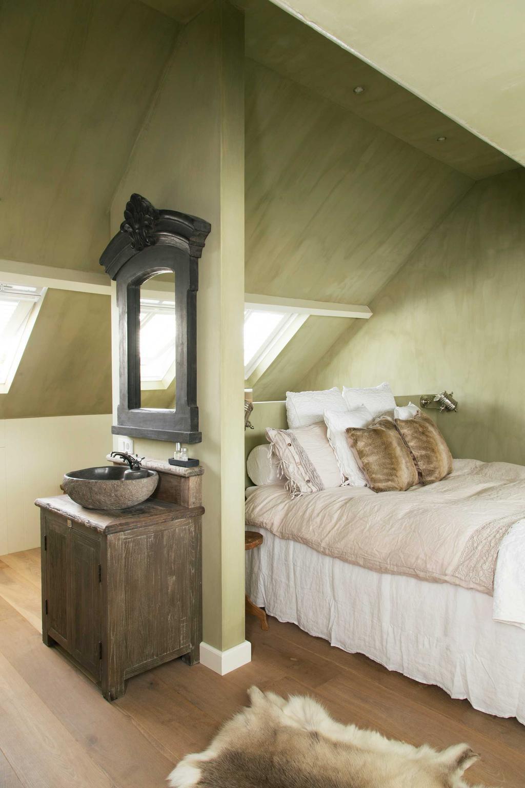 slaapkamer zolder wastafel rijhuis