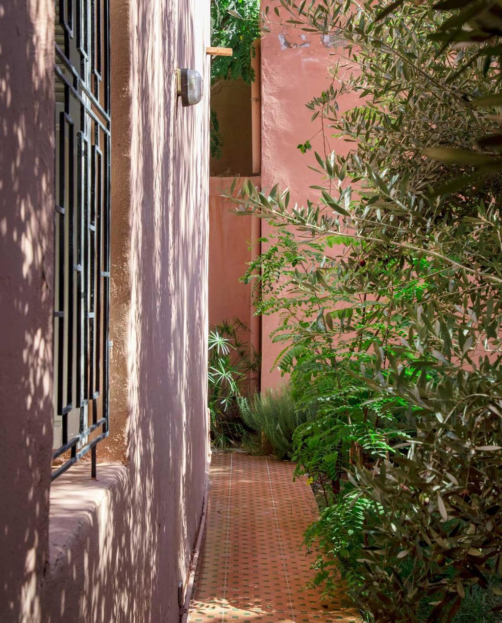 vtwonen 2020-09 | kijkkamer marrakech | Doorkijk patio marrakech