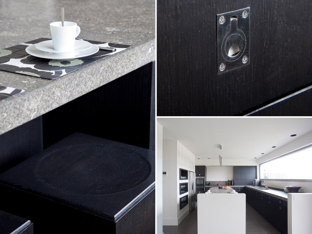 tack keuken kruk wit zwart en klinken in deur