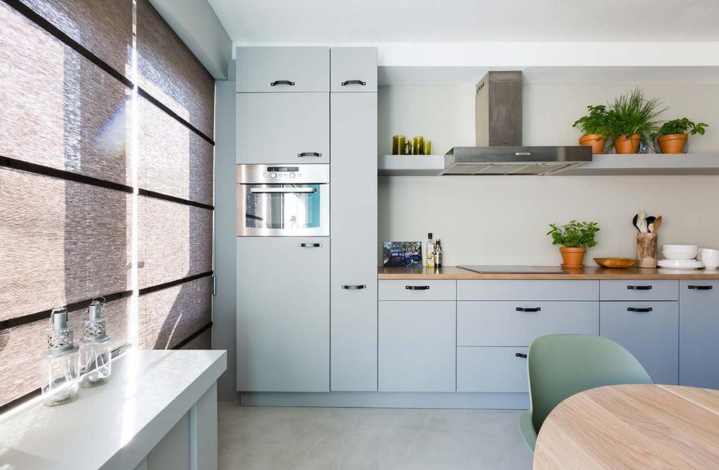 Weer verliefd op je huis: oude keuken met nieuwe grijze keukenfronten