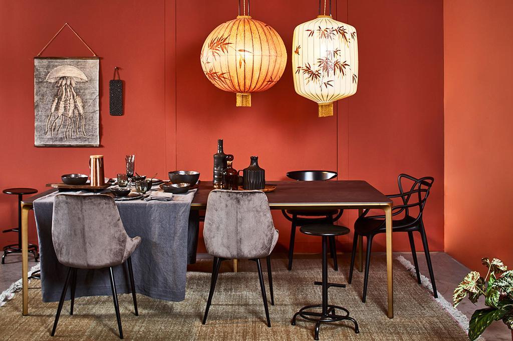 De eettafel in de klassieke stijlbox van Meubelen Verberckmoes.