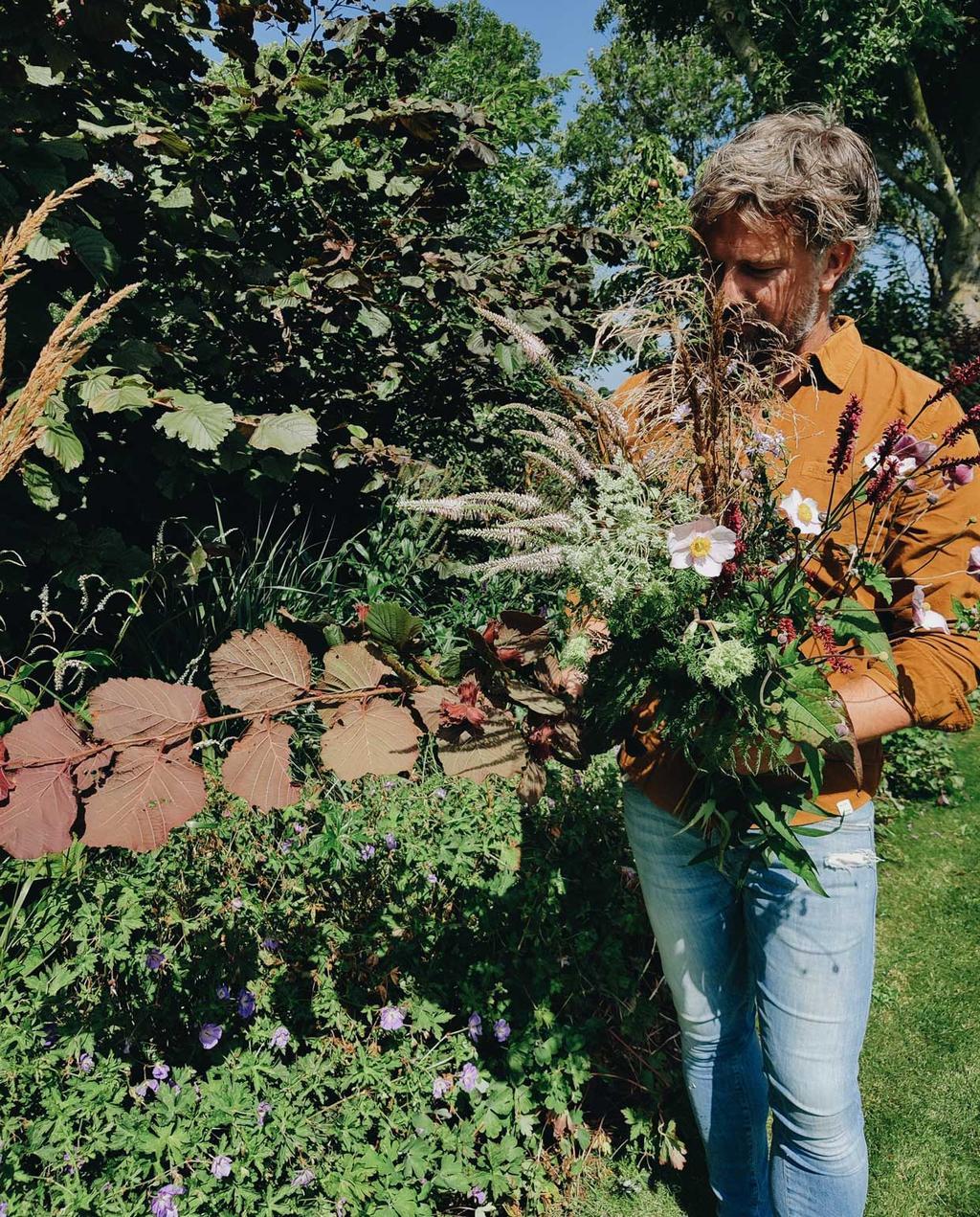 tuinblog mark vivian | markt met een boeket geplukt uit eigen pluktuin