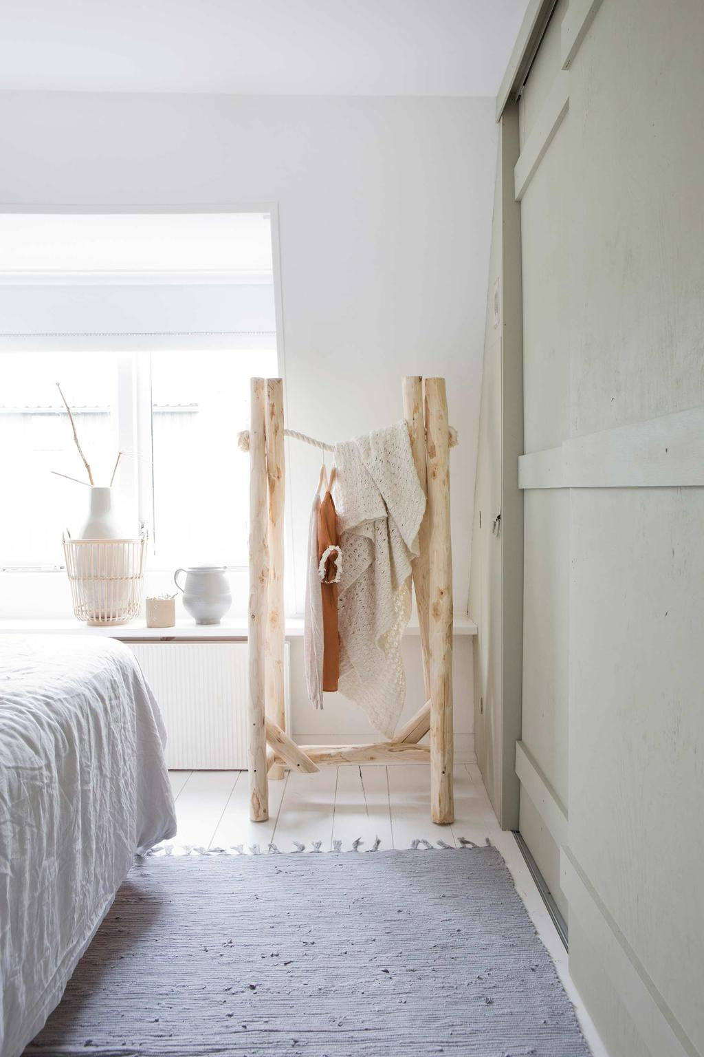 houten kledingrek