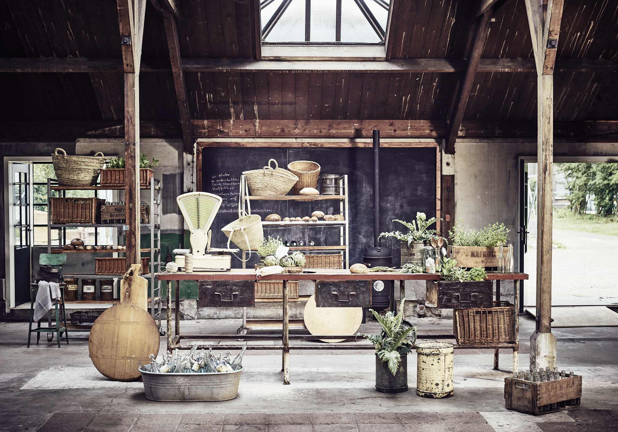 Keuken met oude werkbank