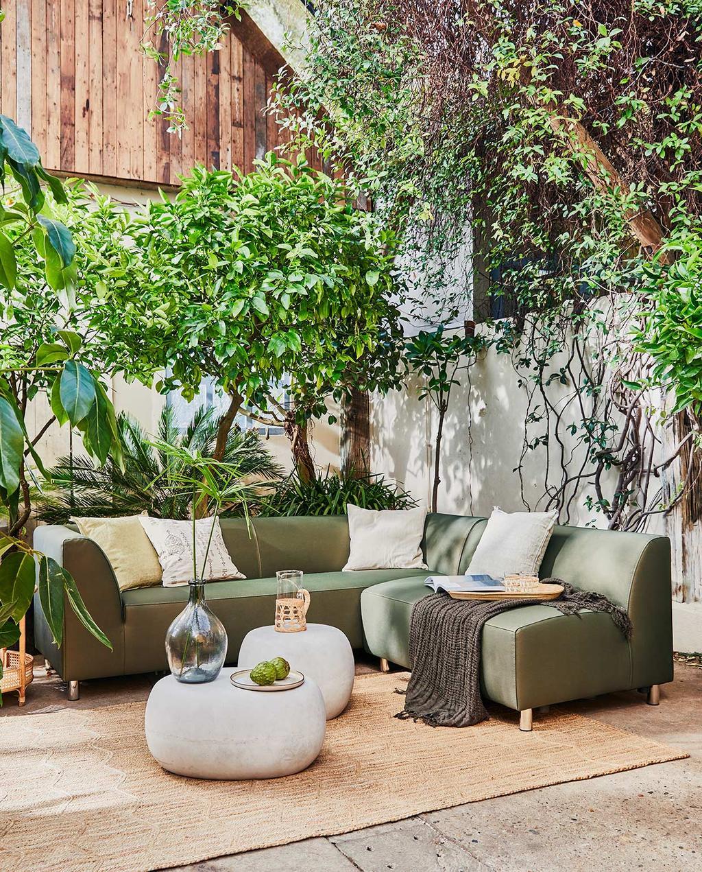 vtwonen 05-2021 | sfeerbeeld van vtwonen tuinbank huiscollectie