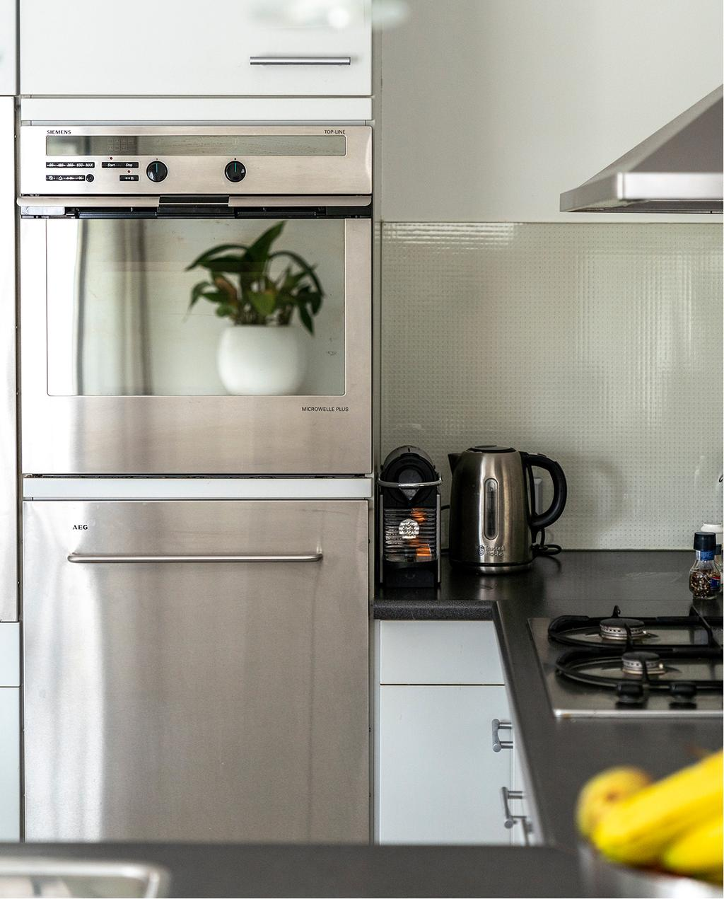 vtwonen 04-2020 | keuken groot en wit