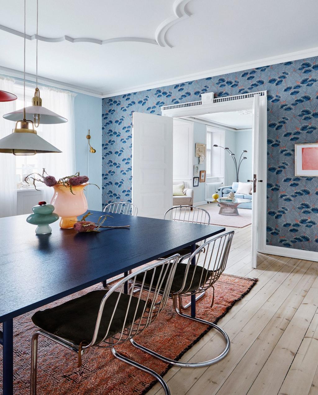 vtwonen 06-2020 | Appartement Kopenhagen eetkamer met zwarte eettafel