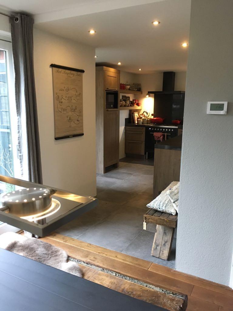 ingang-keuken-vanaf-de-woonkamer