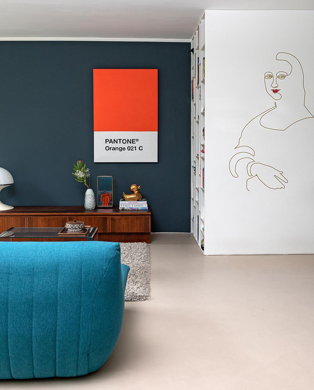 vtwonen 04-2021 | schilderij in woonkamer van pantone kleur