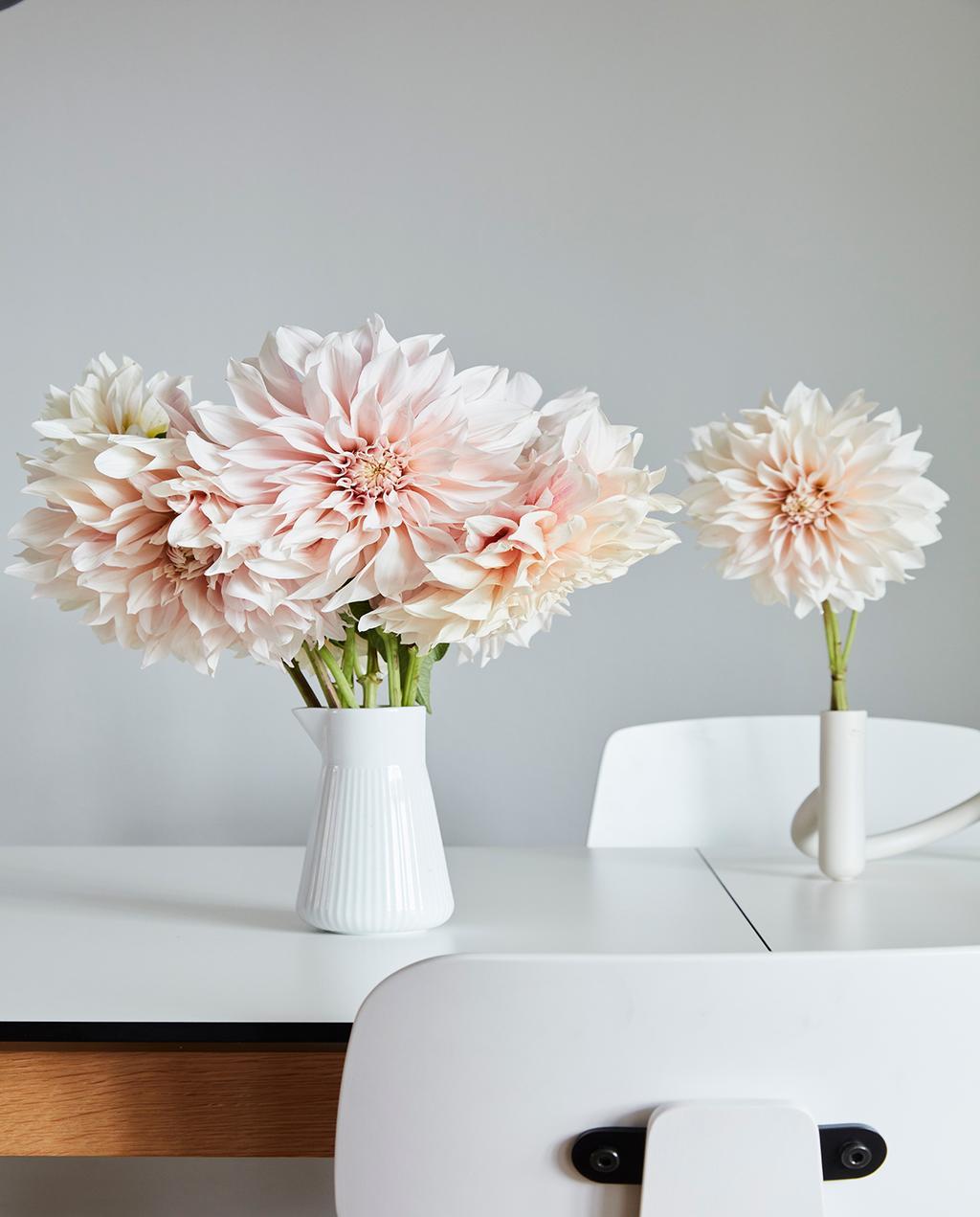 vtwonen 02-2021 | bloemen in witte vaas