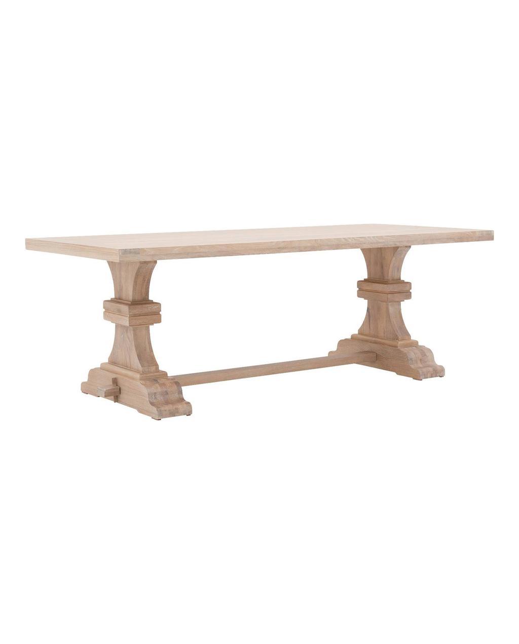 Eettafel van hout met klassiek design