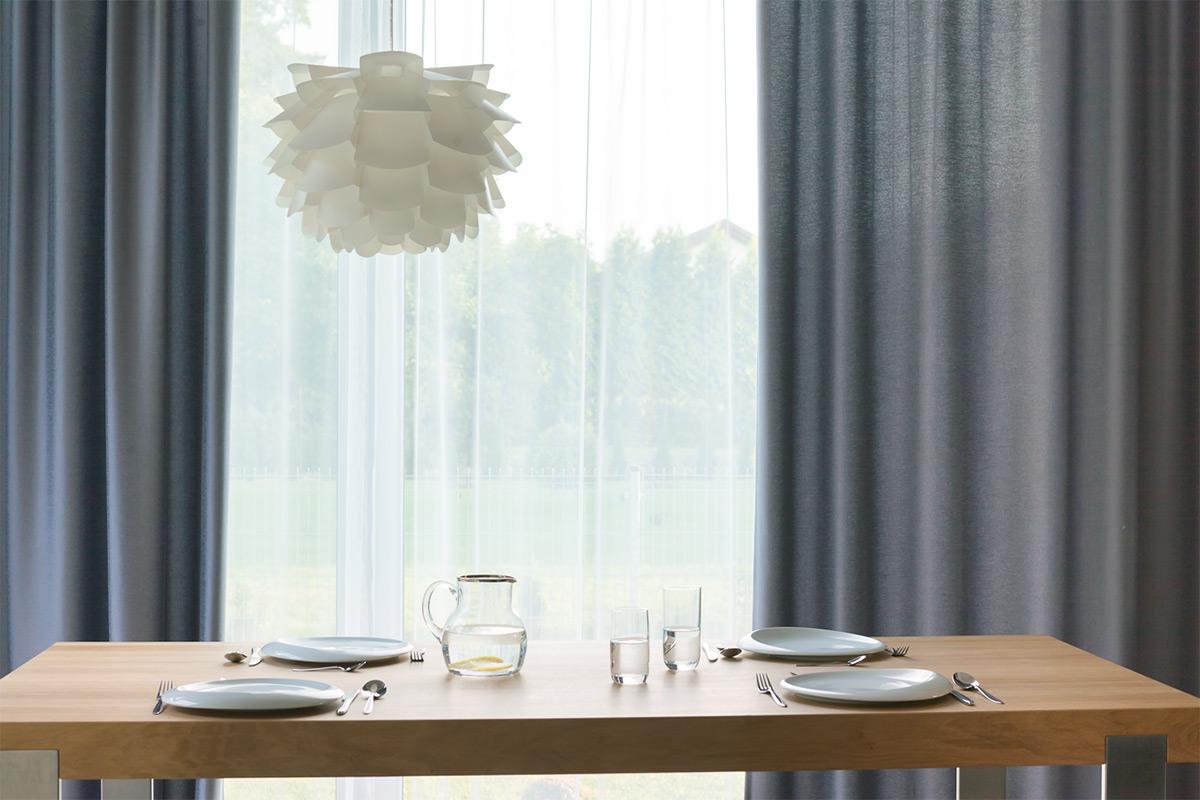 Somfy sfeervol herfsthuis tafel met lamp