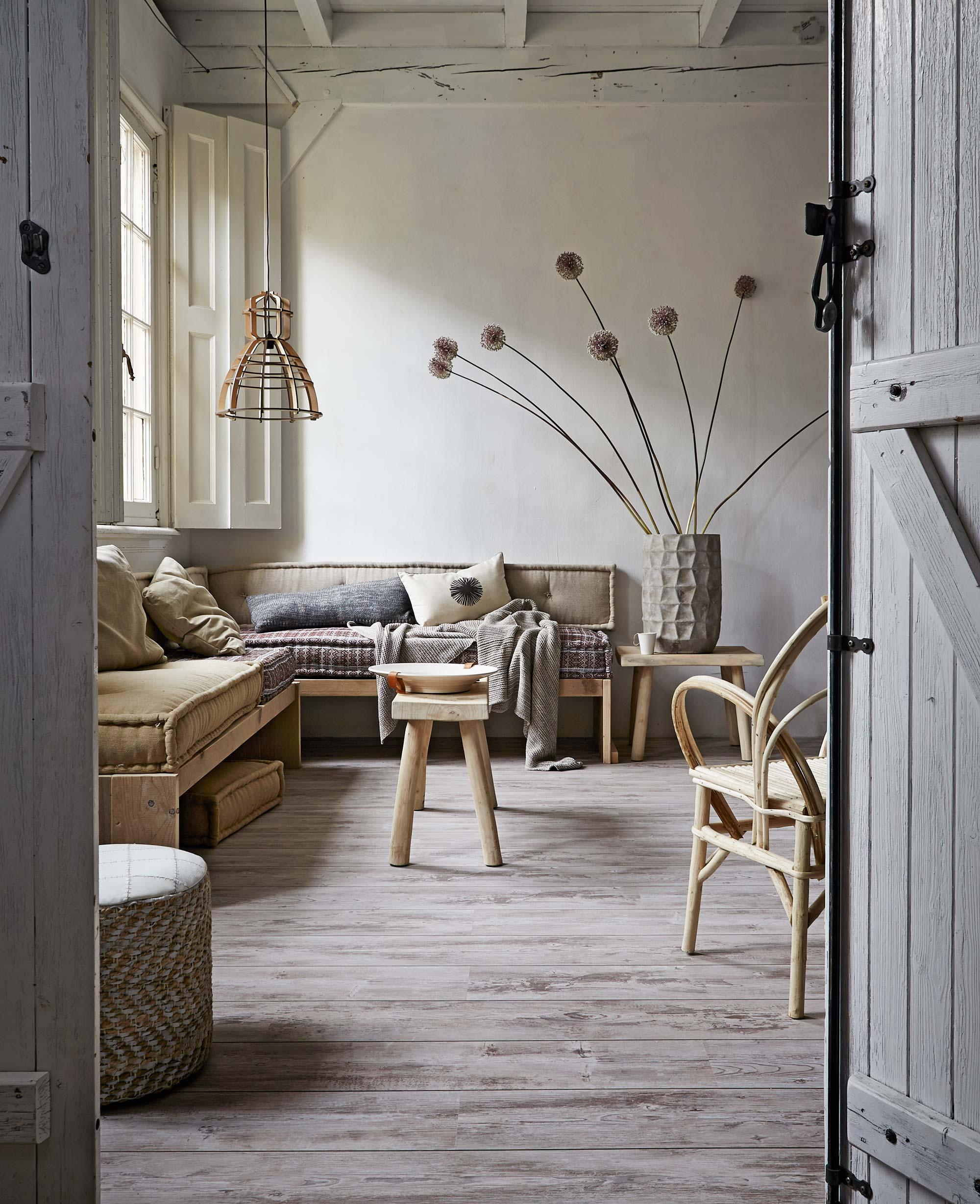 woonkamer nauturlijke materialen houten vloer