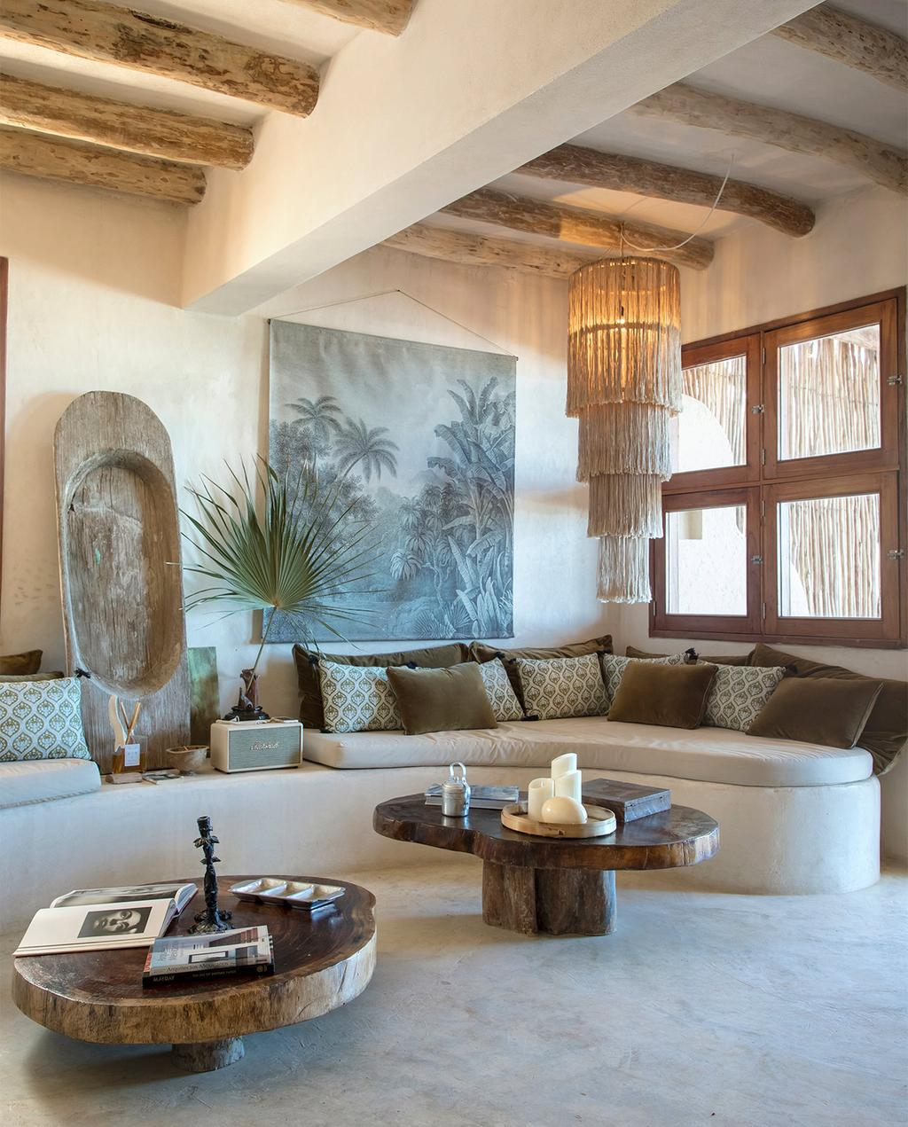 vtwonen casas especiais de verão 07-2021 |  sofá embutido com decoração de parede