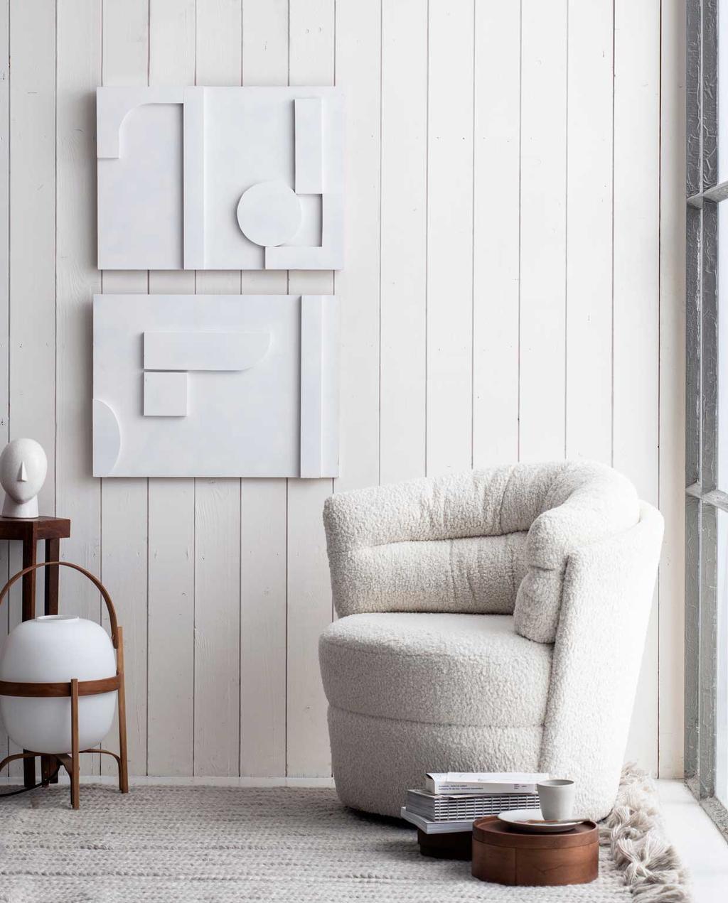 vtwonen 07-2020 | DIY muurkunst aan de muur met witte stoel
