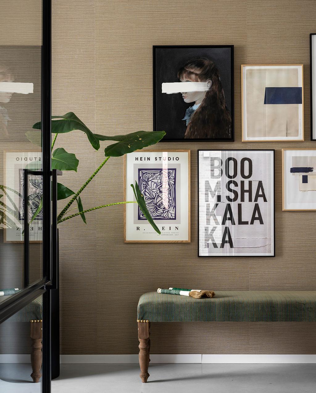 vtwonen 03-2021 | verschillende prints aan de muur
