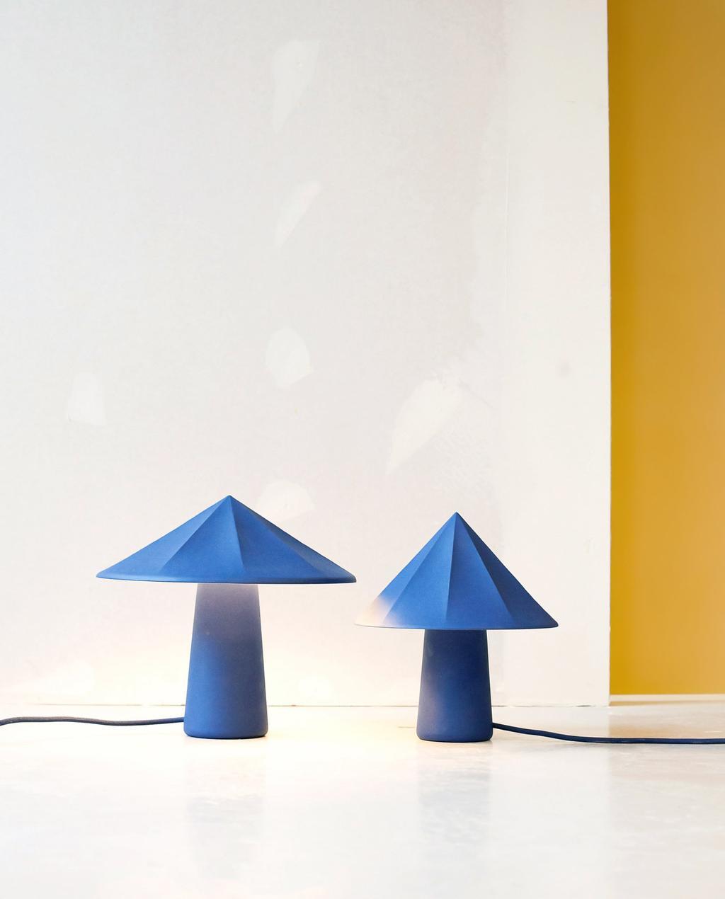 vtwonen studnetdesign | lampjes van blauw keramiek