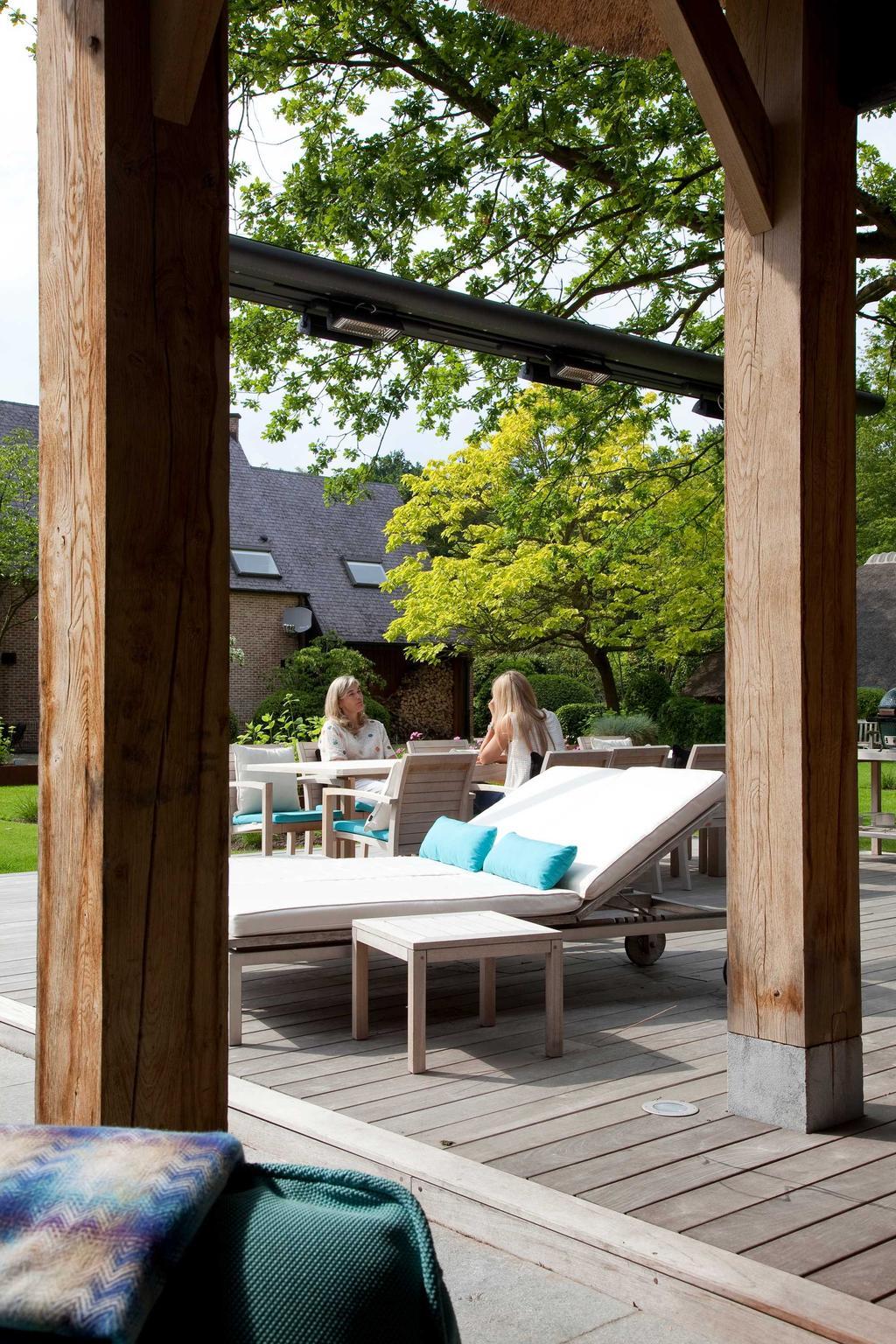 terras stoelen poolhouse