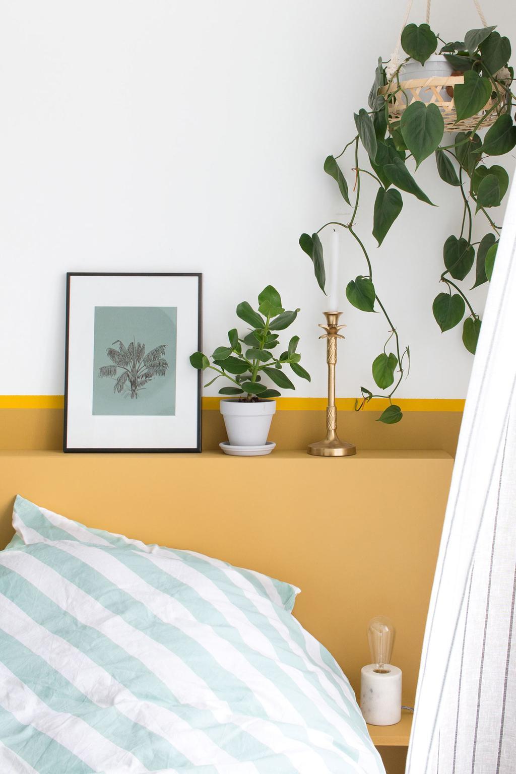 Poster uit het posterboek ingelijst in de slaapkamer
