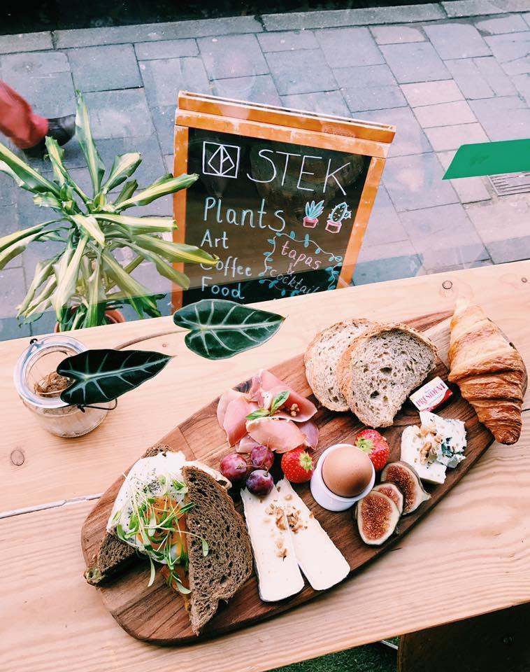 stek gent bordje met eten als ontbijt en lunch