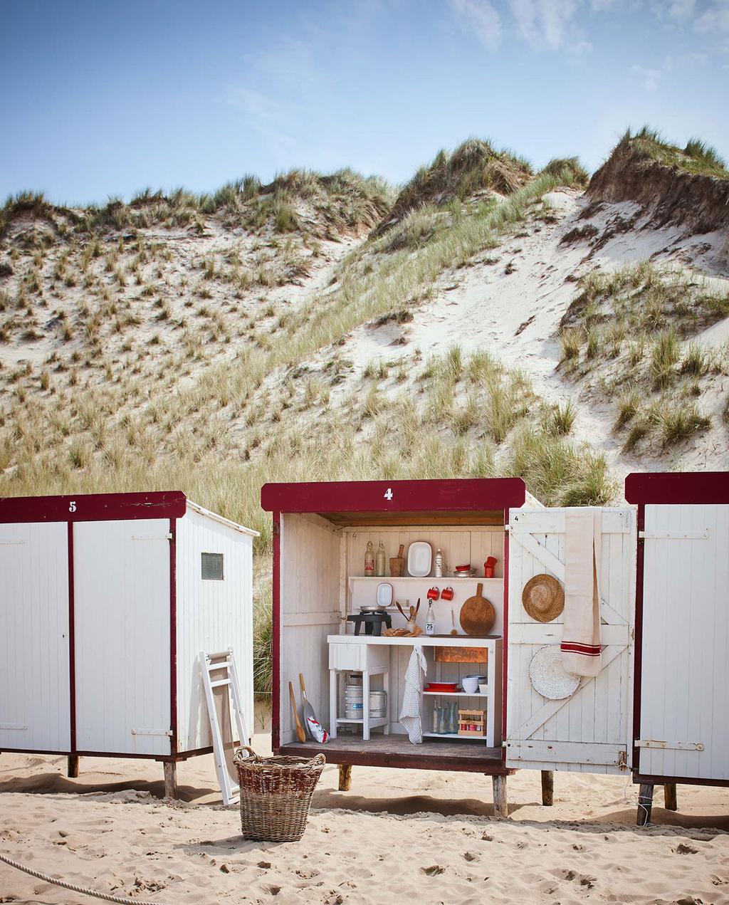 vtwonen 08-2016 | strandhuisje wit rood met keuken