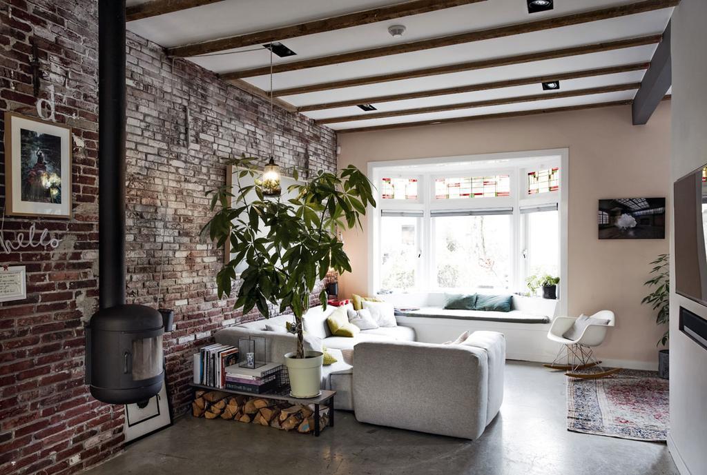 Een kijkje in de woonkamer van kunstenaar Casper Faassen | vtwonen