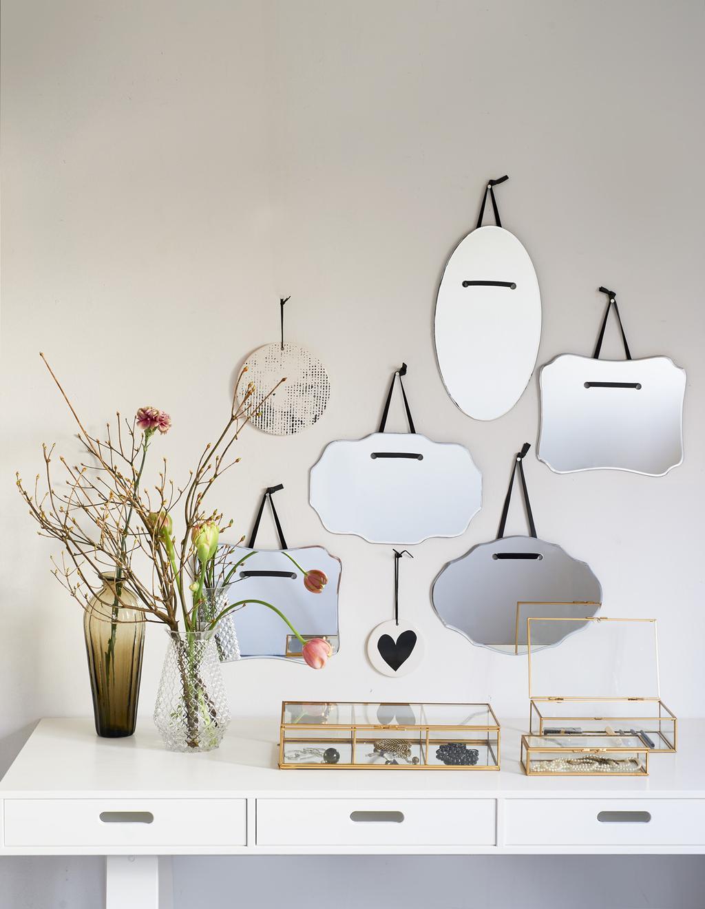 Met spiegels maak je de ruimte zonniger, lichter en ruimer.