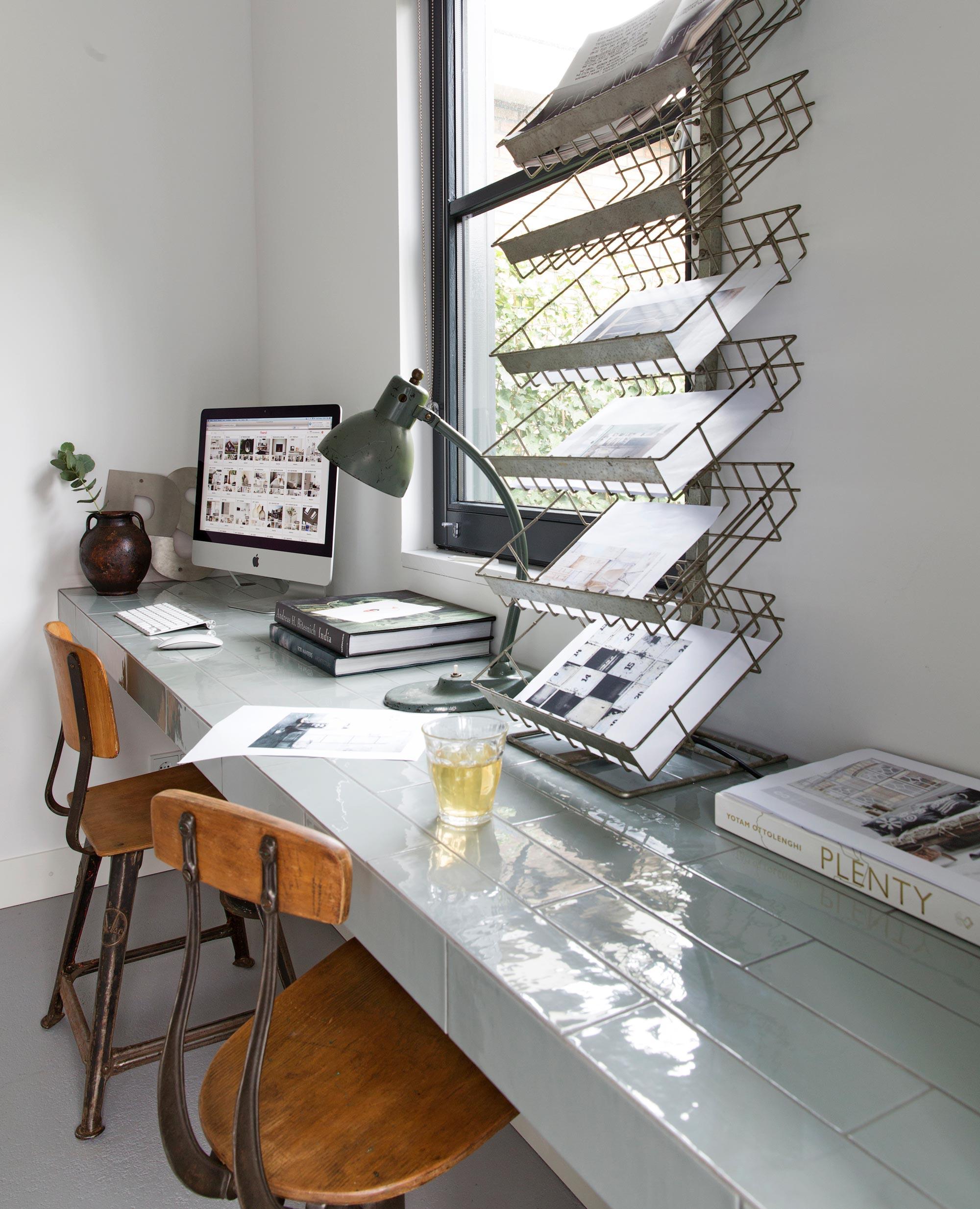 Werkplek-bij-het-raam-Findio-thuiswerken