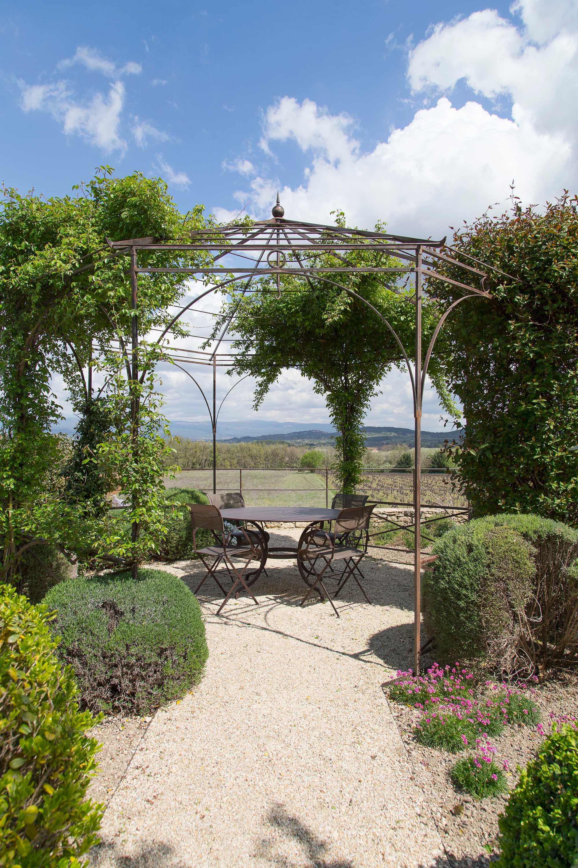 terrassen clos de la badelle provence luberon frankrijk prieel