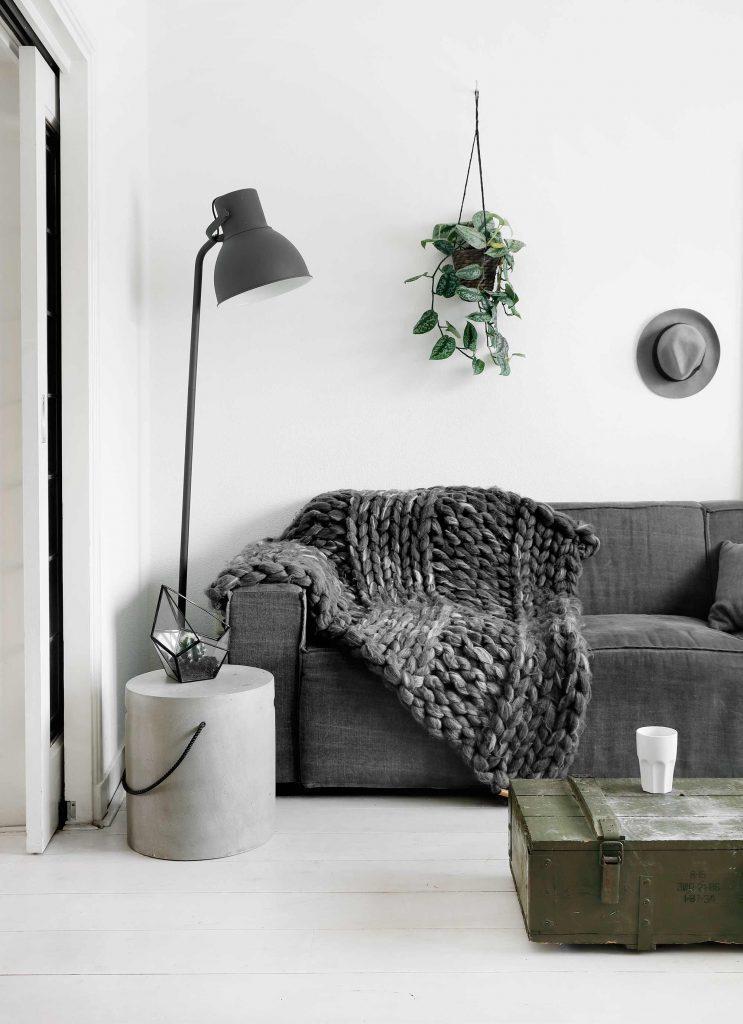 canapé gris plaid gris