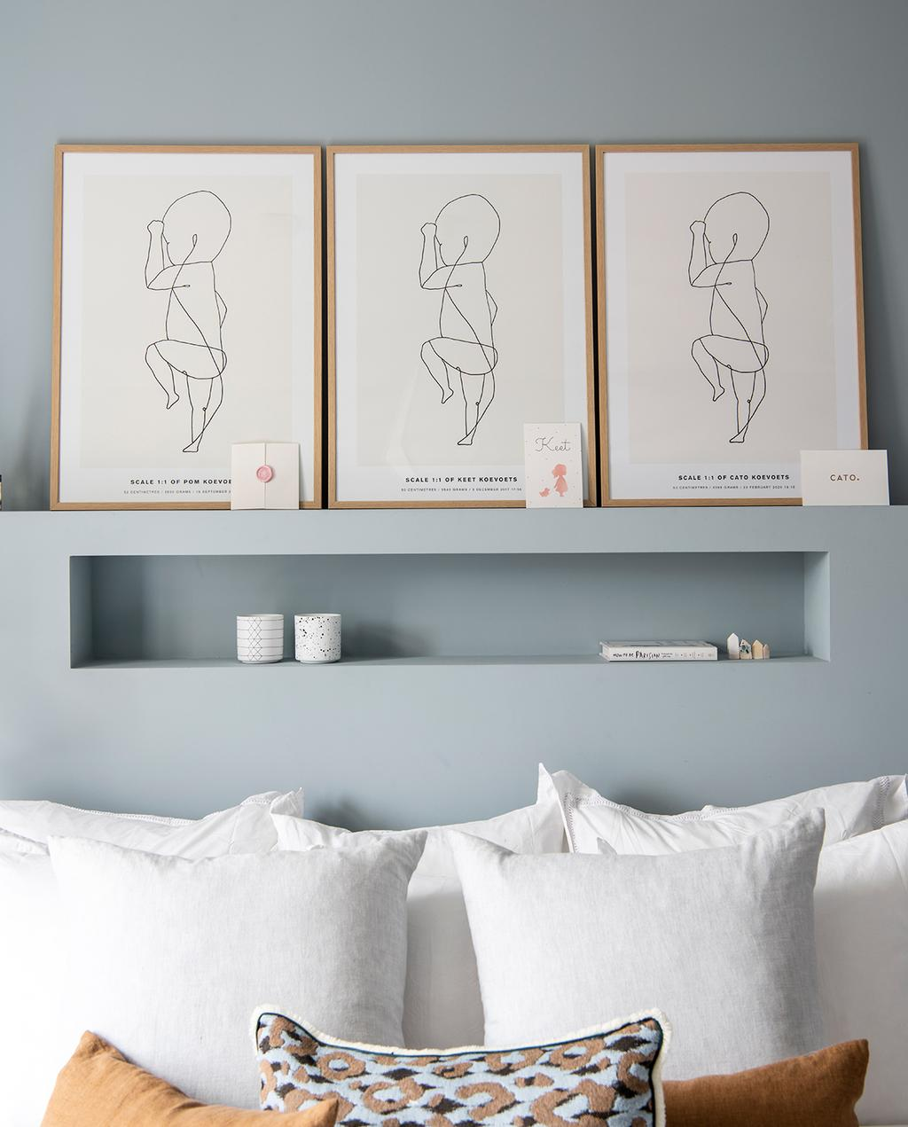vtwonen 04-2021 | poster met baby en blauwe wand