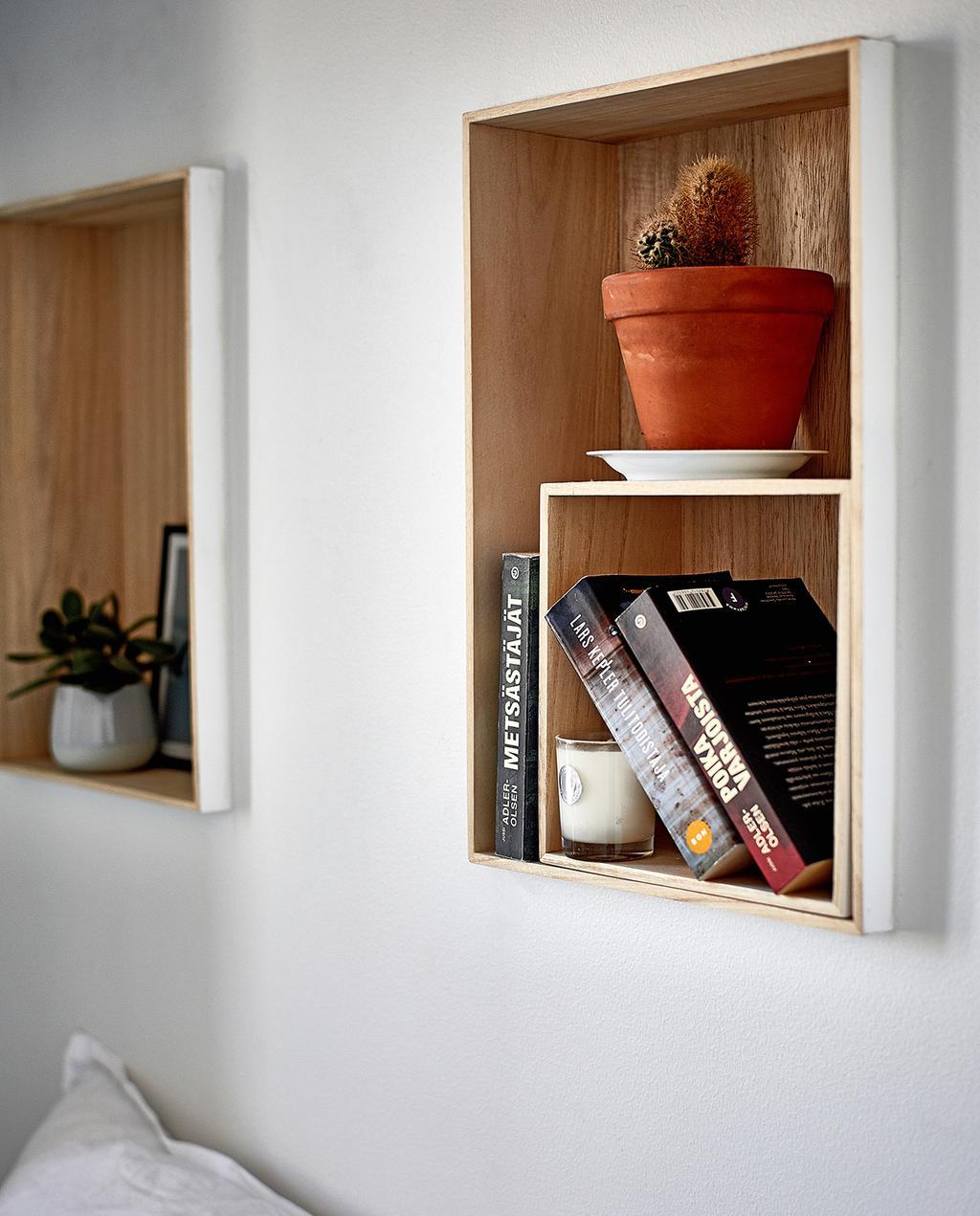 vtwonen special tiny houses | kleine kasten van hout aan de muur