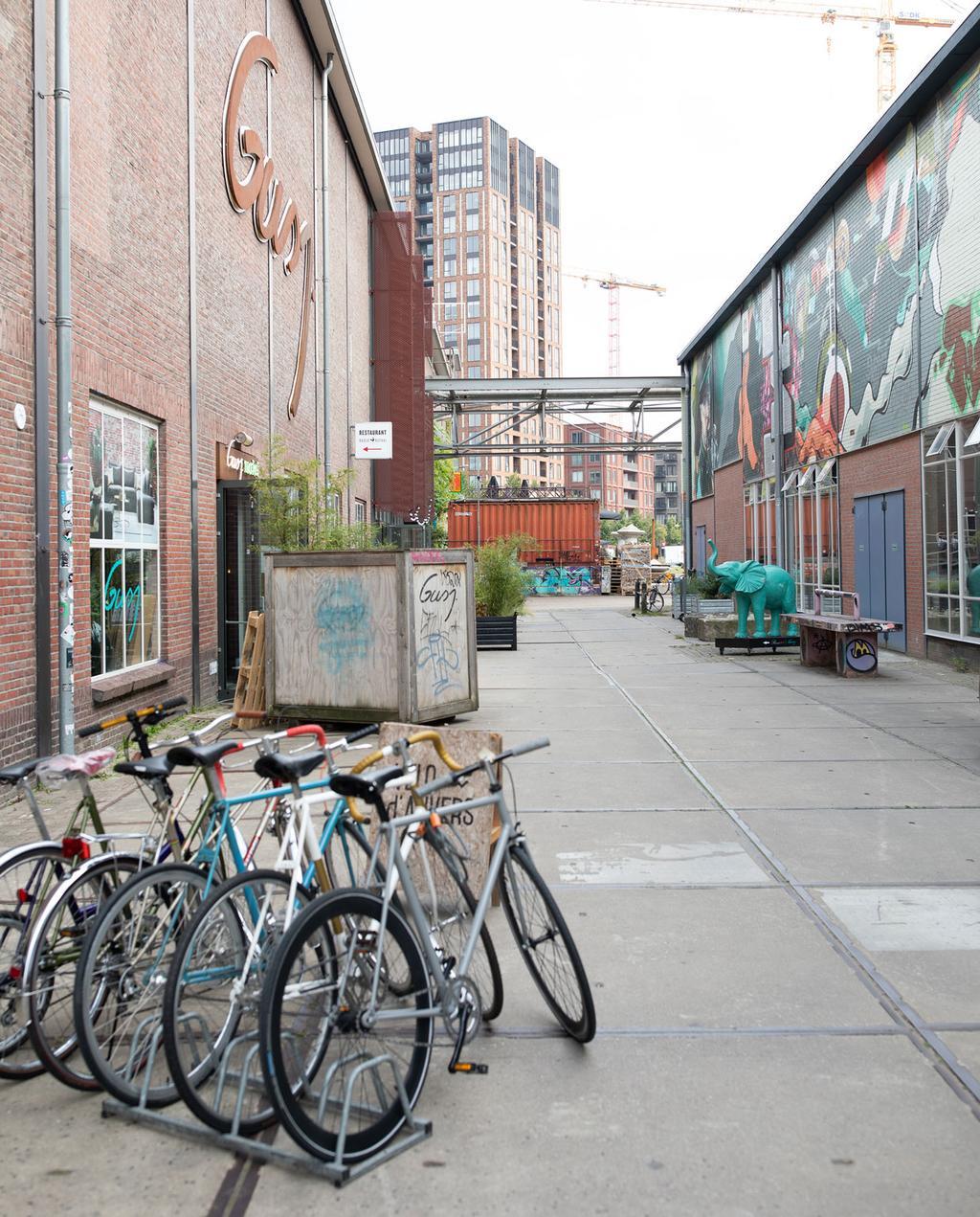 vtwonen 10-2019 | citytrip Eindhoven Strijp-S fietsen industrieel