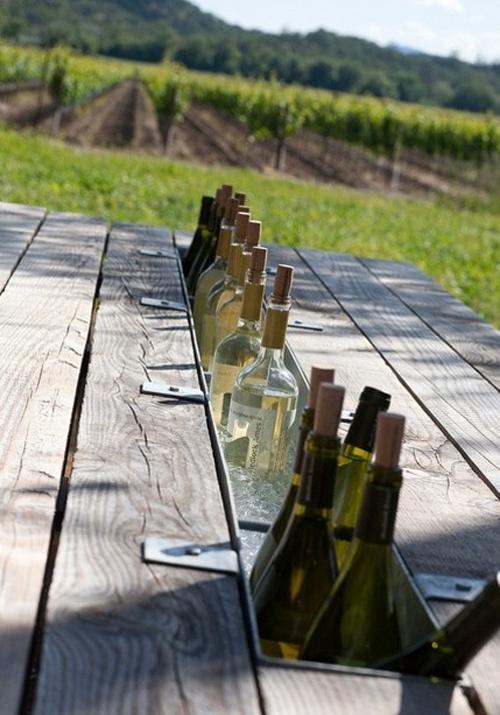 tafel met wijnkoeler