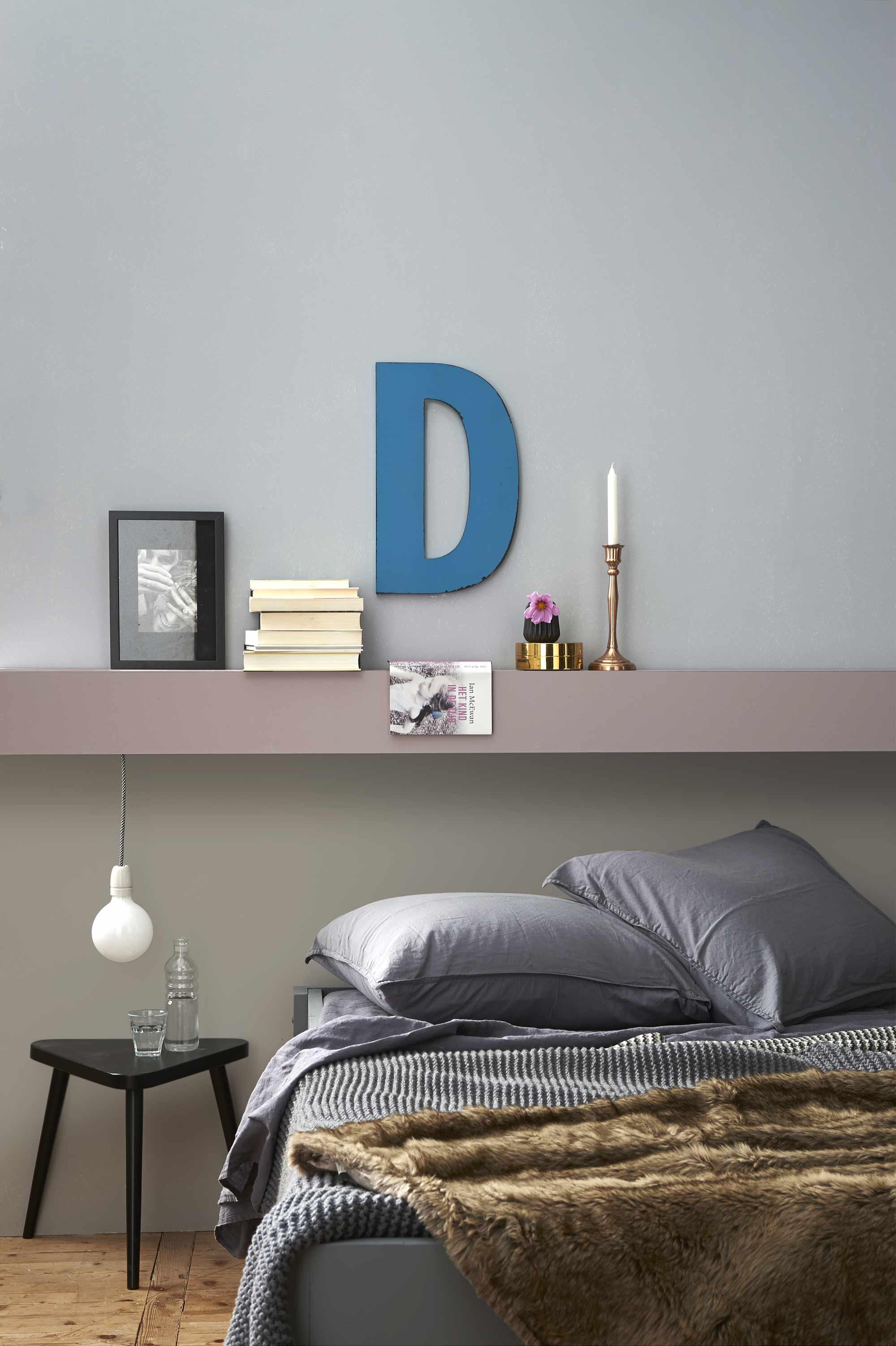 slaapkamer-grijs-bed-plank