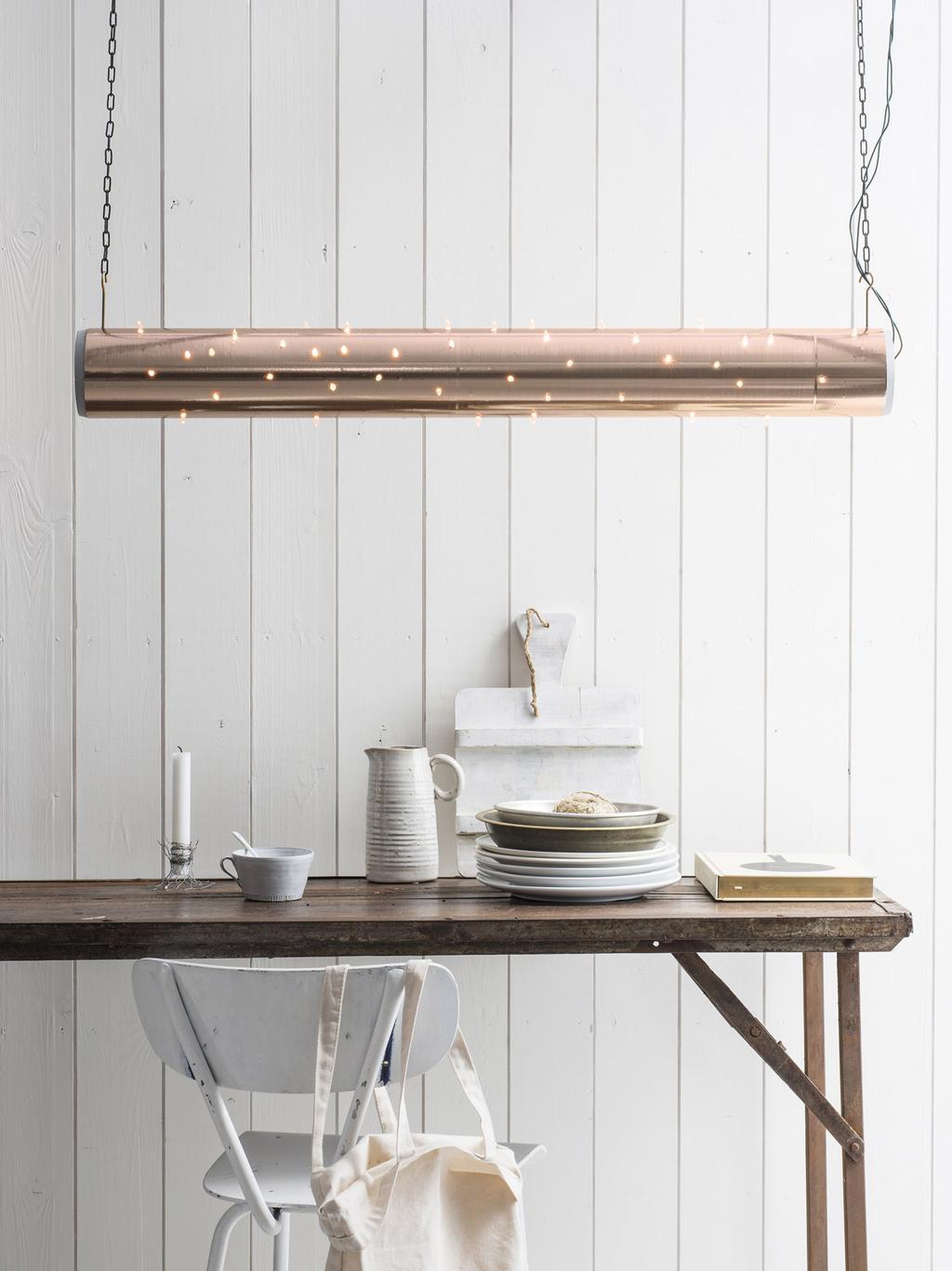 DIY verlichting zelf maken met rose goud papier en kerstverlichting.