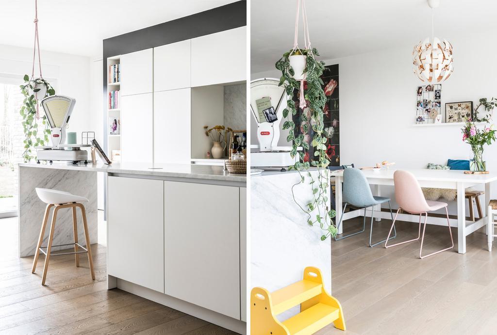 Keuken en eettafel in woning met witte muren