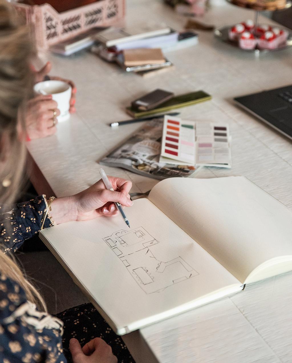 vtwonen voorjaarshuis 2021 | Liza maakt een schets van het huis