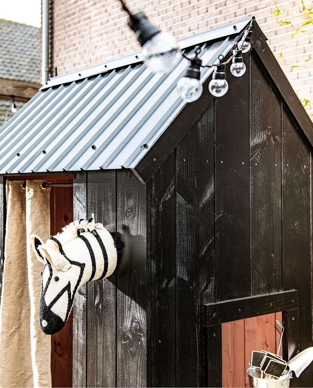 vtwonen tuin special 1 2020 | speelhuisje zebra knuffel en peerlampjes