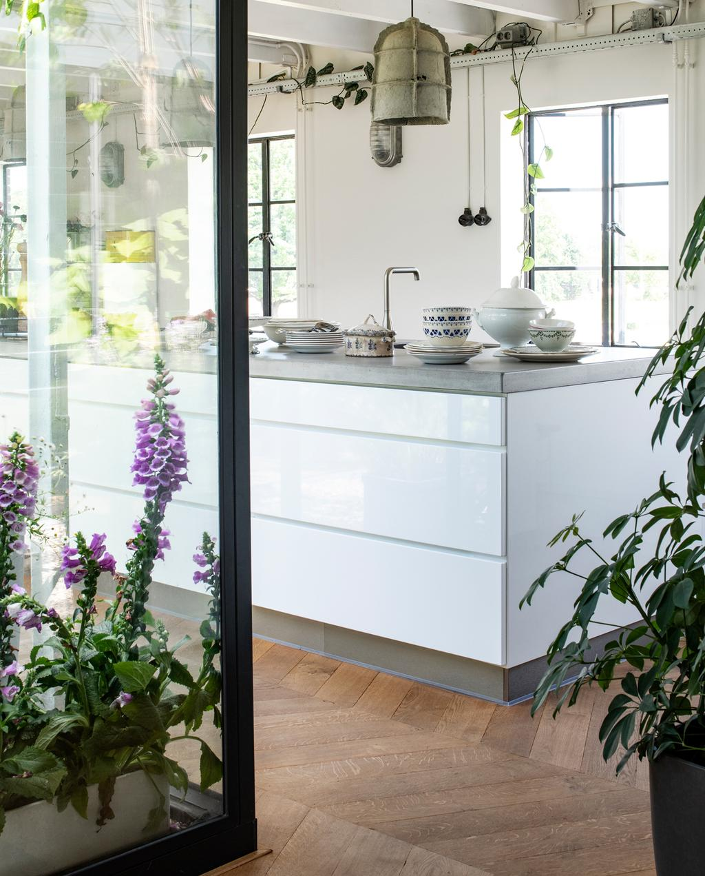 vtwonen binnenkijken special 2019 | keuken uitzicht op binnentuin
