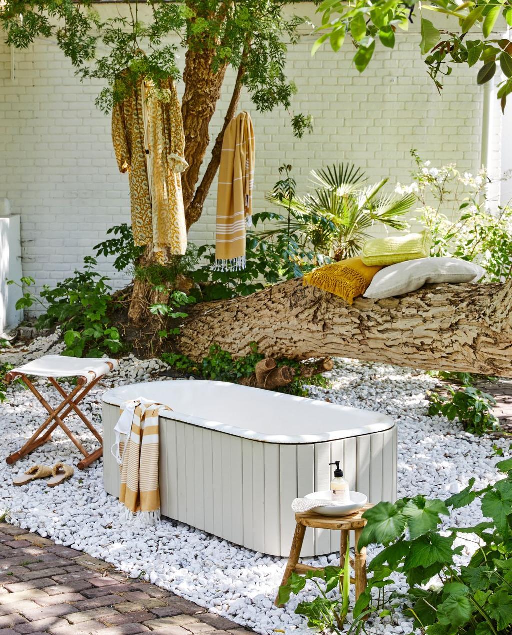 vtwonen 07-2020 | styling tuin buitenbad