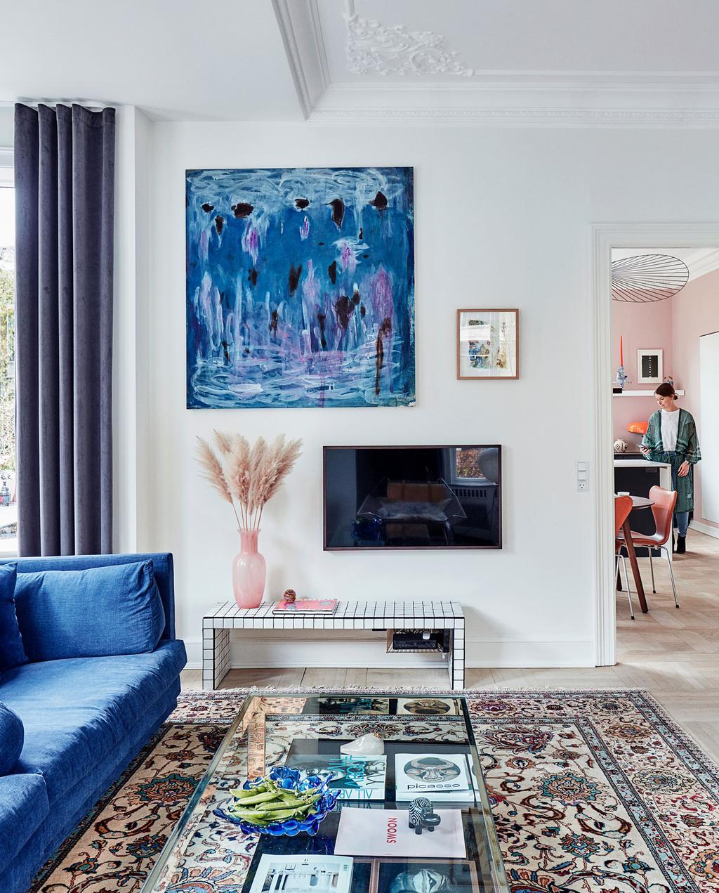 vtwonen 10-2019 | blauwe bank en schilderij