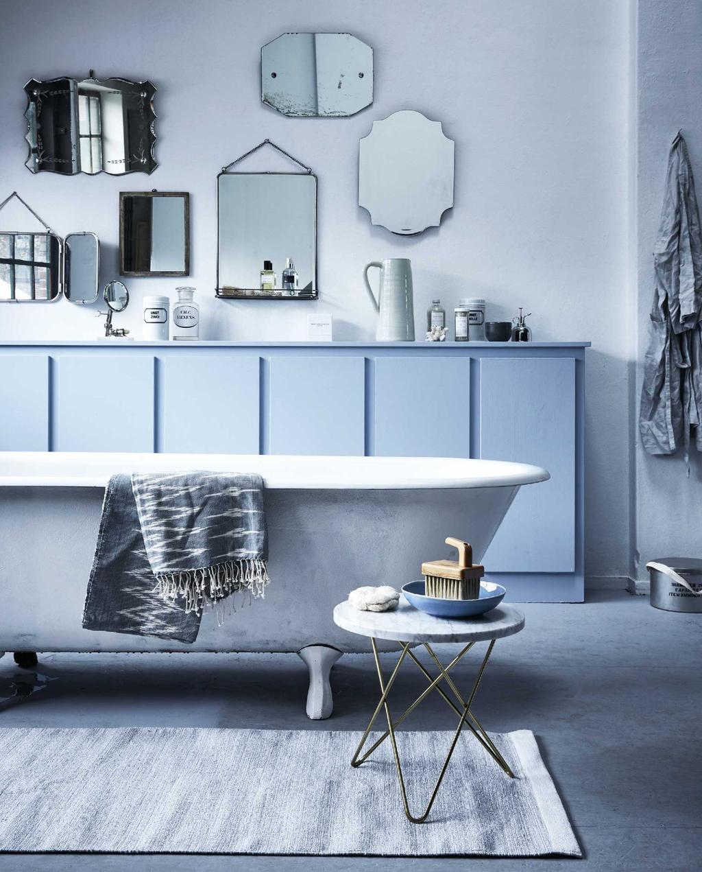 badkamer | blauw | bad | spiegels | badkamerkast | bijzettafel | hamamdoek