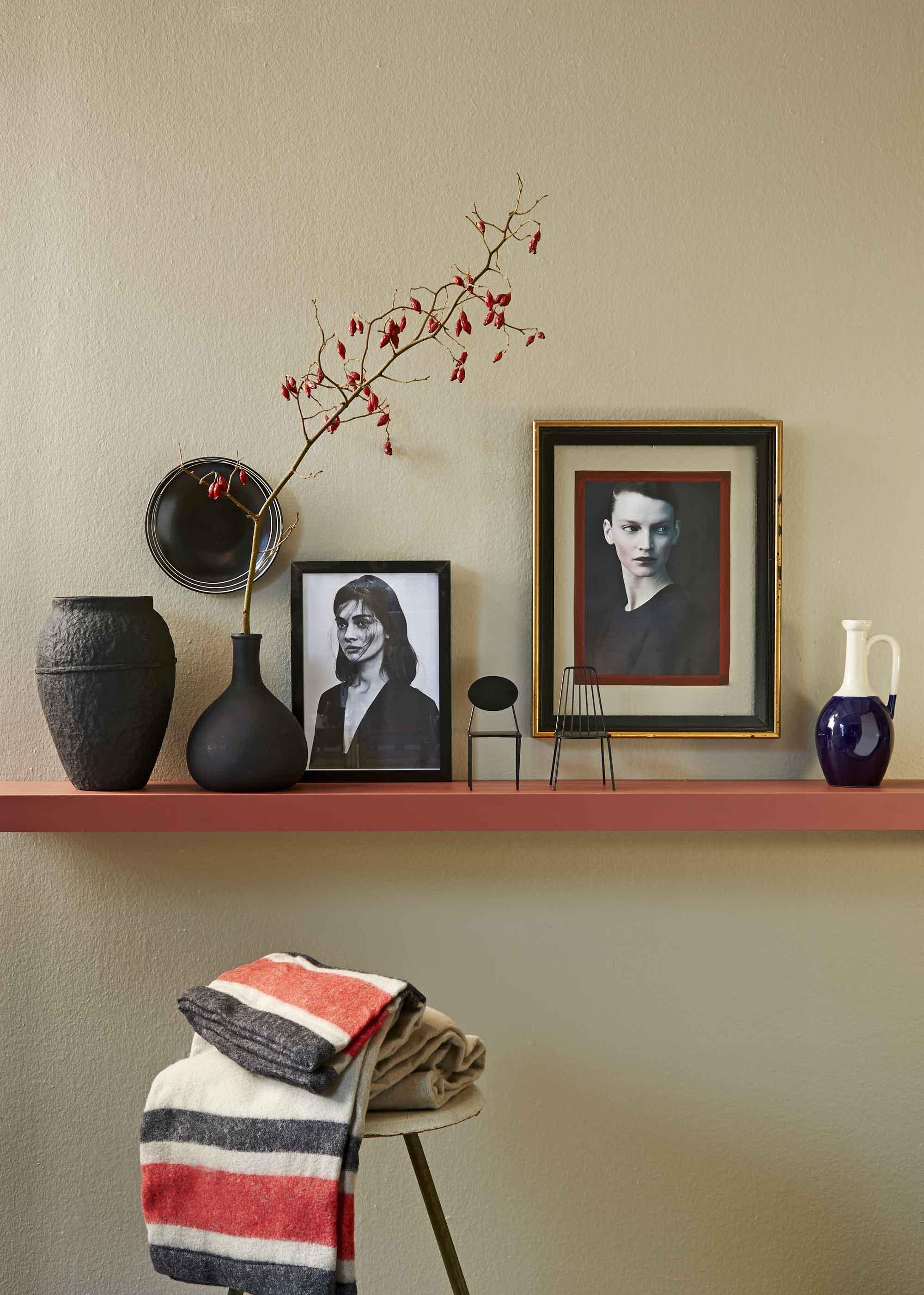 woonkamer-schilderijen-plank-rood