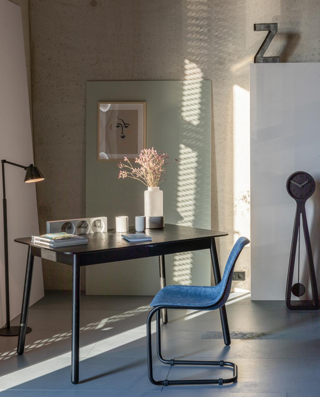 Blauwe stoel van plastic flessen | Zuiver | Bureau
