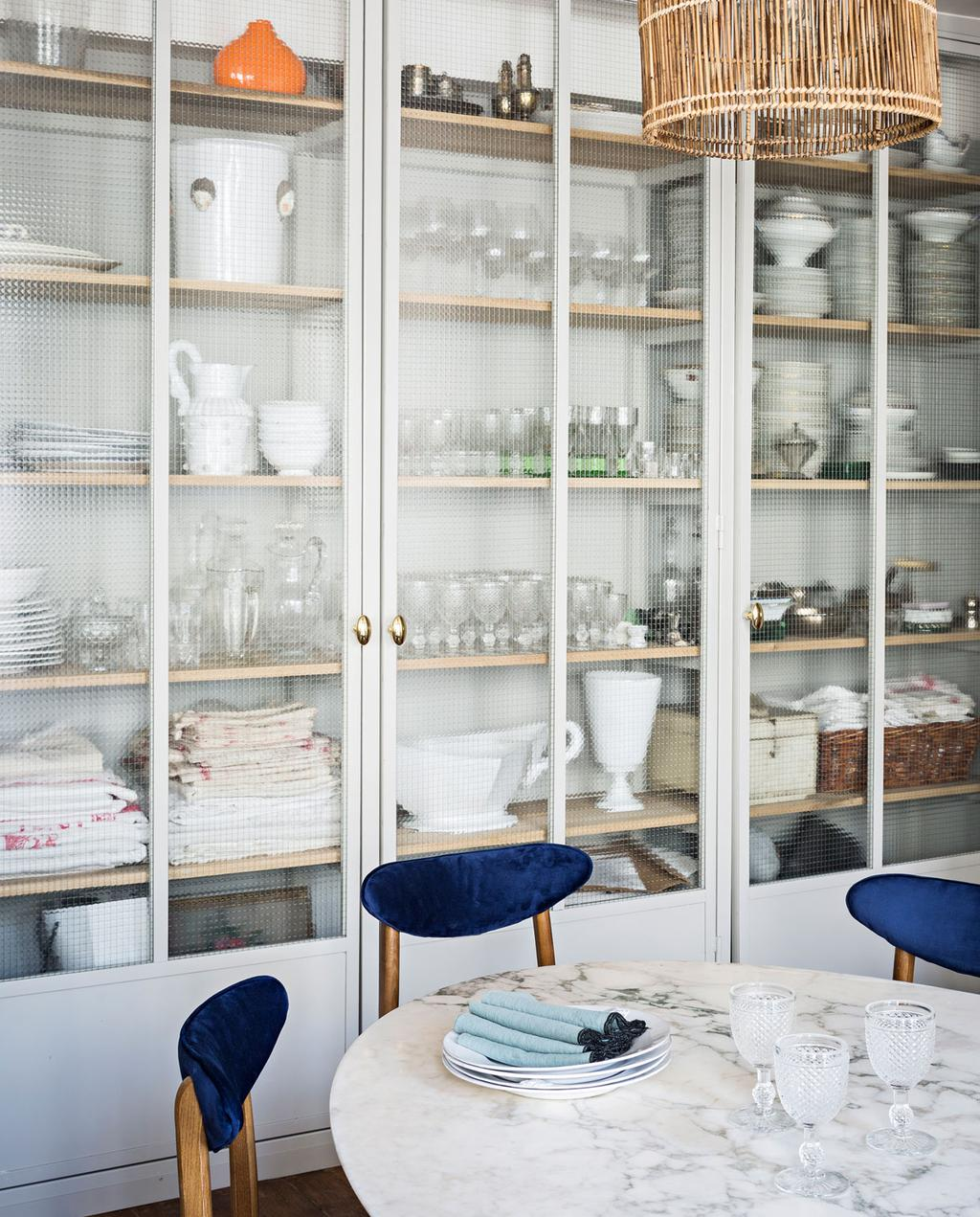 vtwonen 10-2019 | Parijs appartement keukentafel marmer